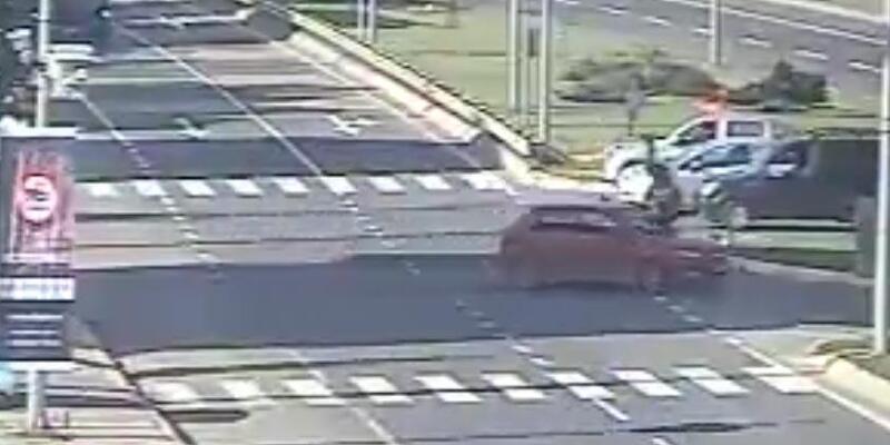 Otomobil ile motosiklet çarpıştı, 1 ağır yaralı
