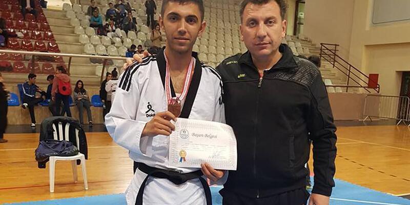 Taekwondocu gençlerden gümüş ve bronz madalya