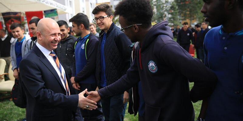 Başkan Çolakbayrakdar, yabancı ögrencilerle Nevruz'u kutladı