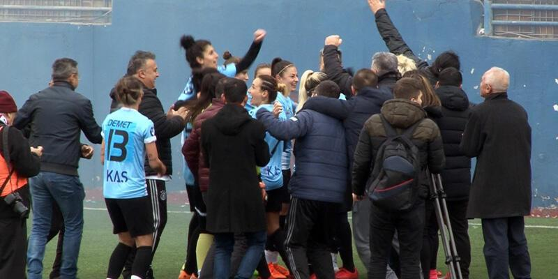 Ataşehir Belediyesi Kadın Futbol Takımı şampiyonluğu garantiledi