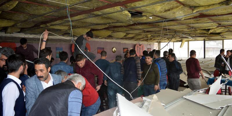 Erciş'te kahvenin asma tavanı çöktü: 2 yaralı