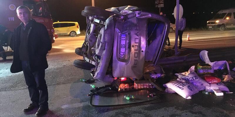 Otomobil, kamyonete çarptı: 7 yaralı