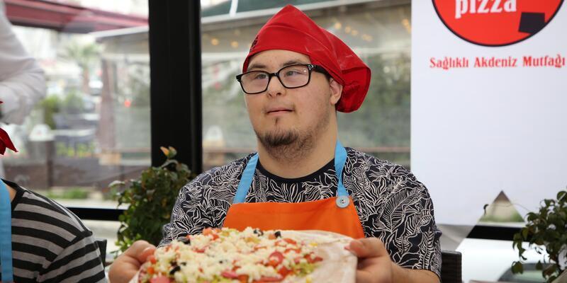 Melek yüzlüler pizza yapmayı öğrendi