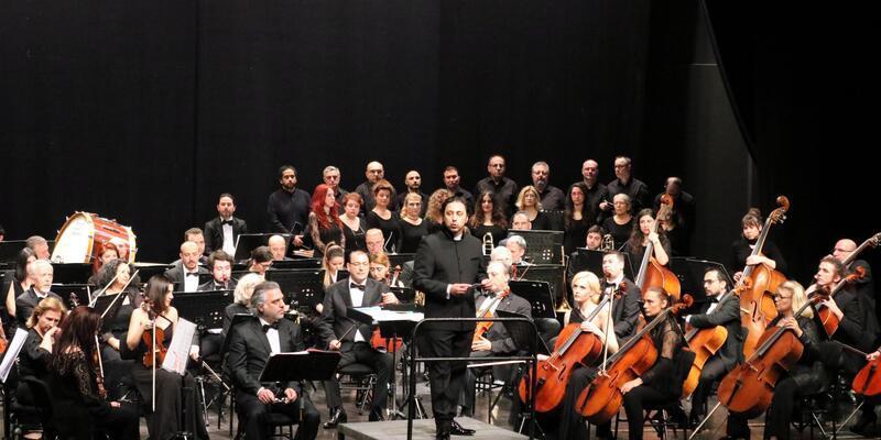 Çerkezköy'de, İstanbul Devlet Senfoni Orkestrası 'Kanlı Sırt'ı seslendirdi