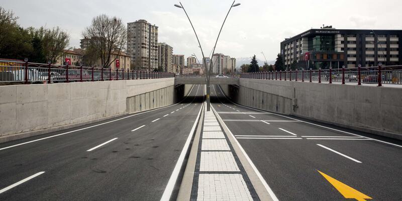 Başkan Çelik, trafiğe açılan Melikgazi katlı kavşağını test etti