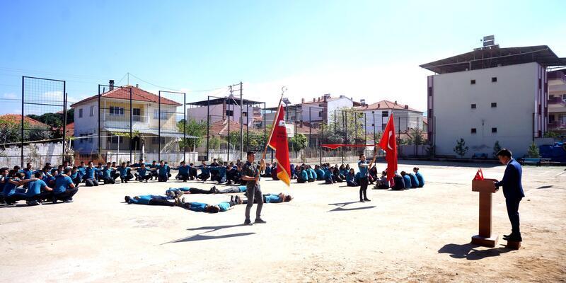 Liselilerden Mehmetçiğe destek
