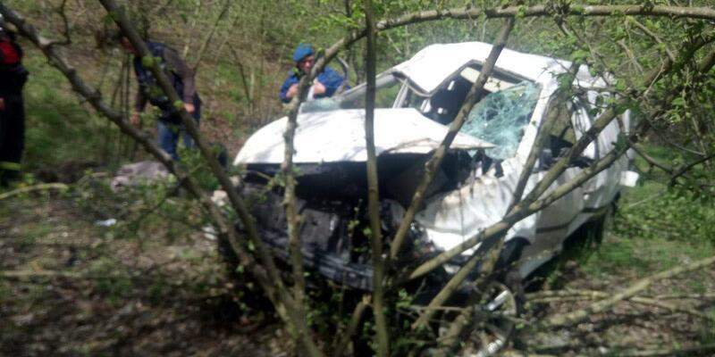 Uçuruma yuvarlanan kamyonetin sürücüsü yaralandı