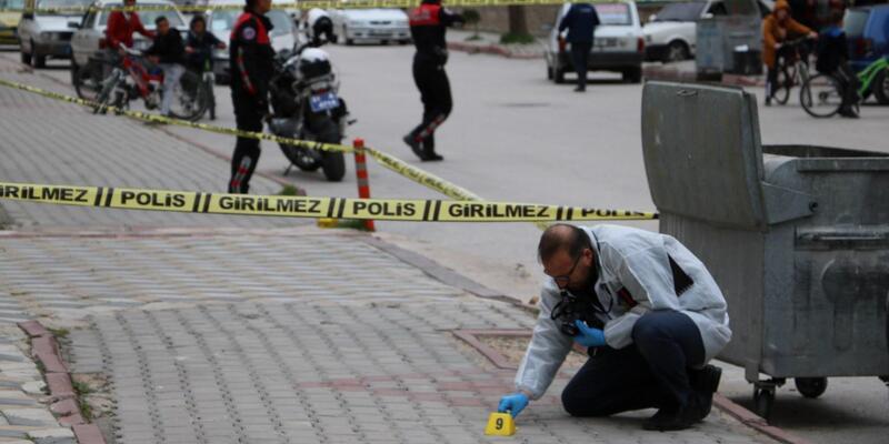 Sokak ortasında eşini öldürüp, kayınvalidesini yaraladı