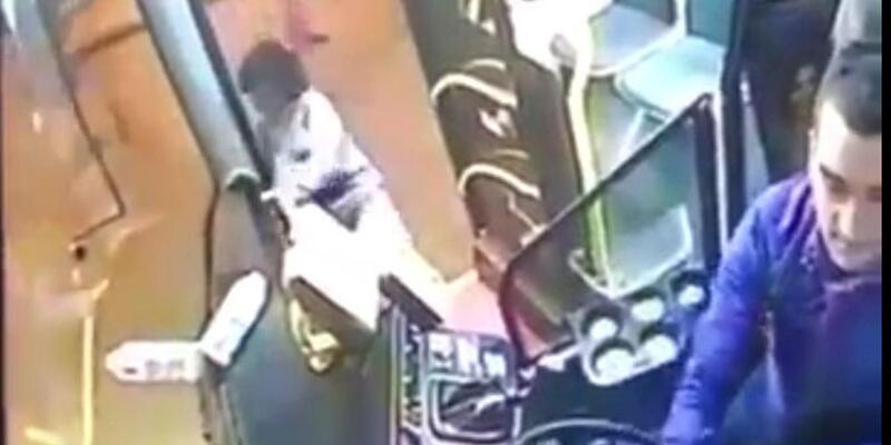 Tekirdağ'da engelli kadının otobüsten düştüğü anlar güvenlik kamerasında