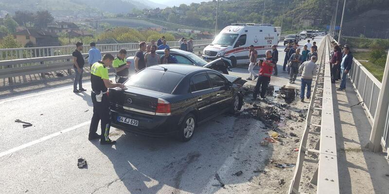 Köprüde 3 otomobil çarpıştı: 1 ölü, 3 yaralı
