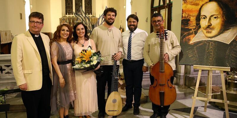 İzmir'de kilisede Shakespeare anması