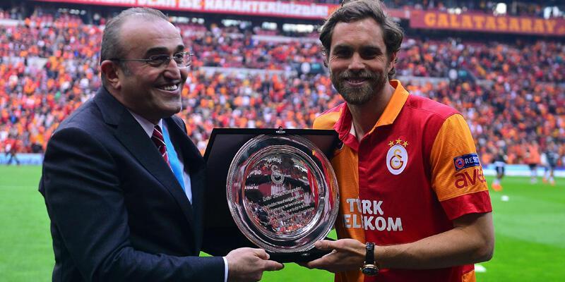 Galatasaray'dan Elmander'e plaket