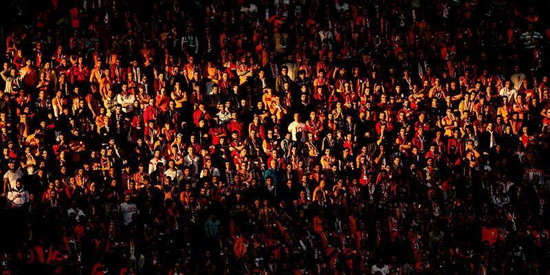 Galatasaray - Beşiktaş derbisinde seyirci rekoru kırıldı