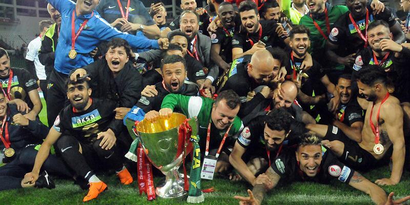 Akhisarspor'da 4 futbolcuyla yollar ayrıldı