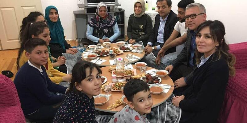 Vali Şimşek, Bayram ailesiyle iftar açtı