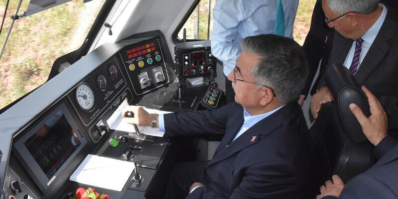 İsmet Yılmaz, Sivas'ta raybüs kullandı