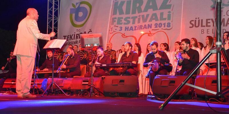 Kiraz Festivali'nde Antakya Medeniyetler Korosu konser verdi