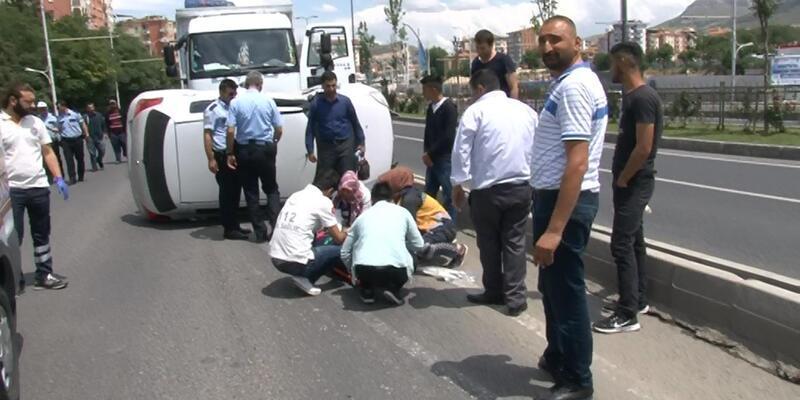 Kamyonun çarptığı otomobil sürücüsü yaralandı