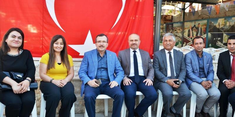 AK Parti Sarıgöl İlçe Teşkilatı iftar yemeği verdi