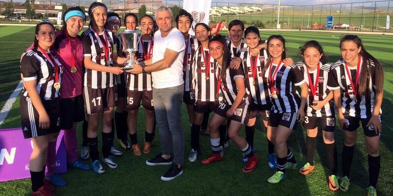 Kayseri Gençlerbirliği genç kızlarda Türkiye Şampiyonu oldu