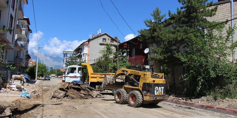 Seydişehir'de asfalt ve tretuvar çalışmaları sürüyor