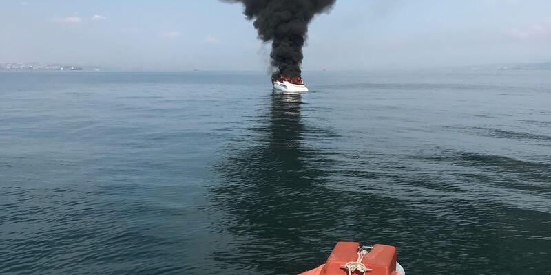 Yalova açıklarında teknede yangın