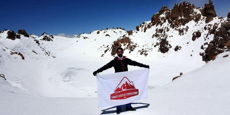 Vanlı dağcılar İran'da zirve yaptı