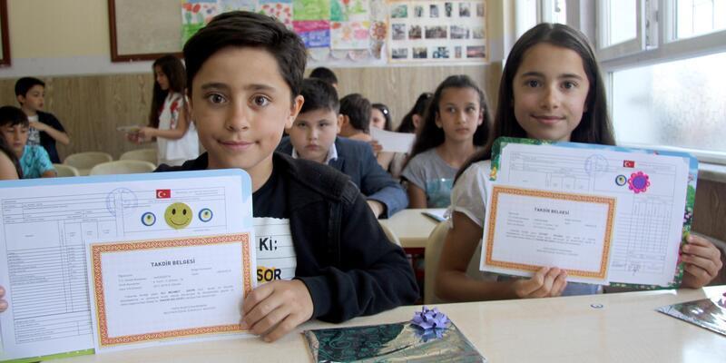 Kayseri'de, 300 bin 86 öğrenci karne aldı