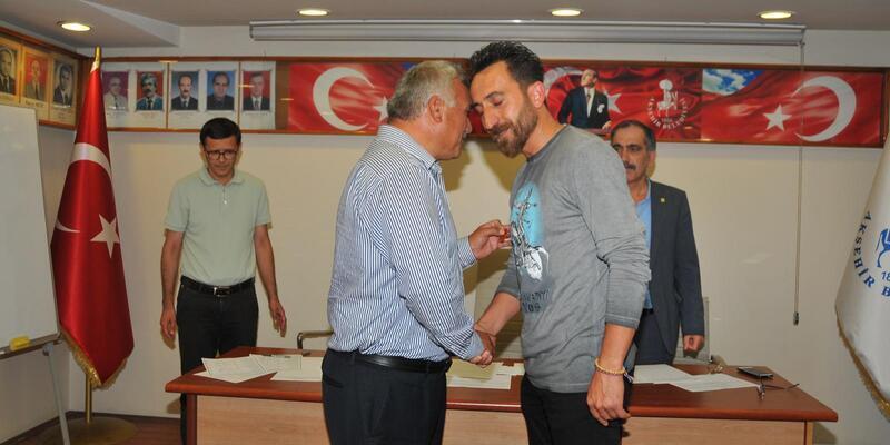 Akşehir Belediyesinden, dünya şampiyonuna ödül