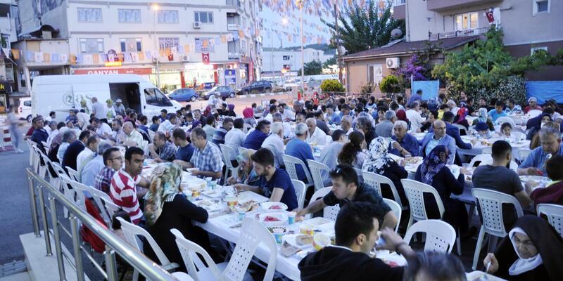 Altınova Belediyesi'nden basına ve şehit yakınlarına iftar