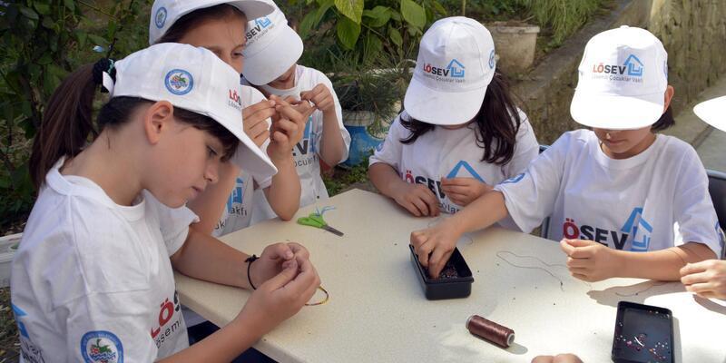 Çocuklar hediyelik eşya satıp, LÖSEV'e bağışta bulundu
