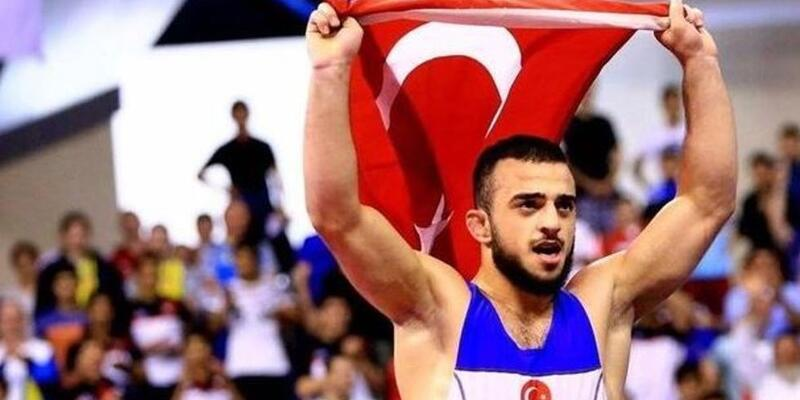 Enes Uslu 70 kiloda gümüş madalya kazandı