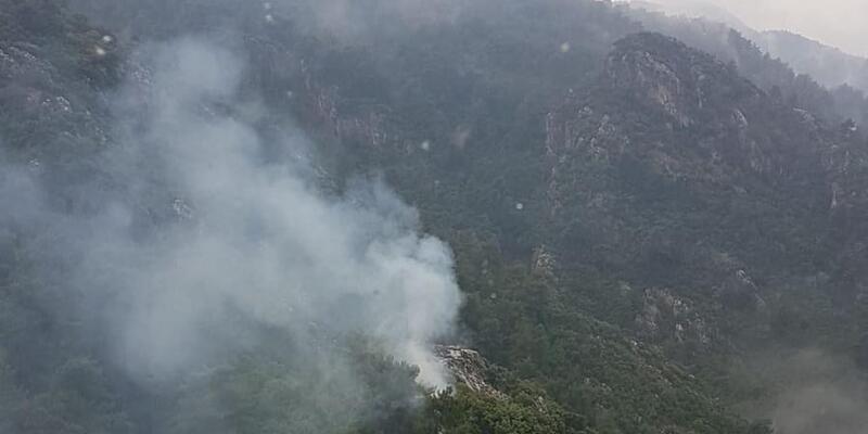 Marmaris'te yıldırım düşen ormanlık alanda yangın çıktı