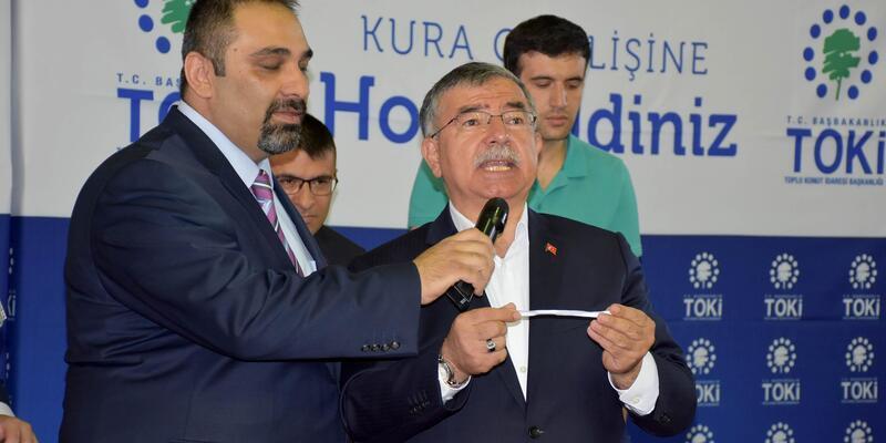 Bakan Yılmaz, Sivas'ta 438 TOKİ konutu kura çekimine katıldı