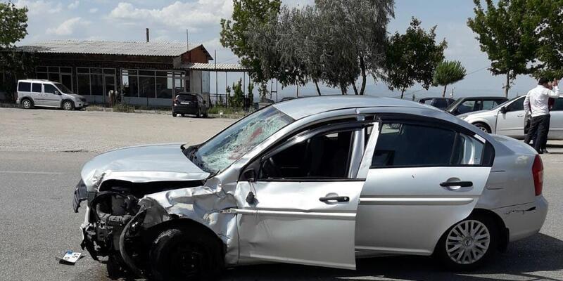 Otomobille motosiklet çarpıştı: 2 ölü, 5 yaralı