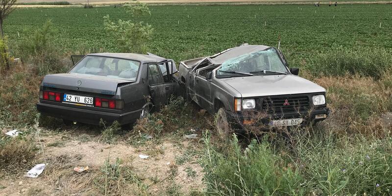 Otomobil, kamyonete çarptı: 6 yaralı