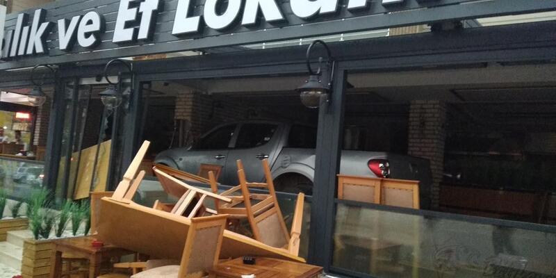 Kamyonet restorana girdi: 6 yaralı