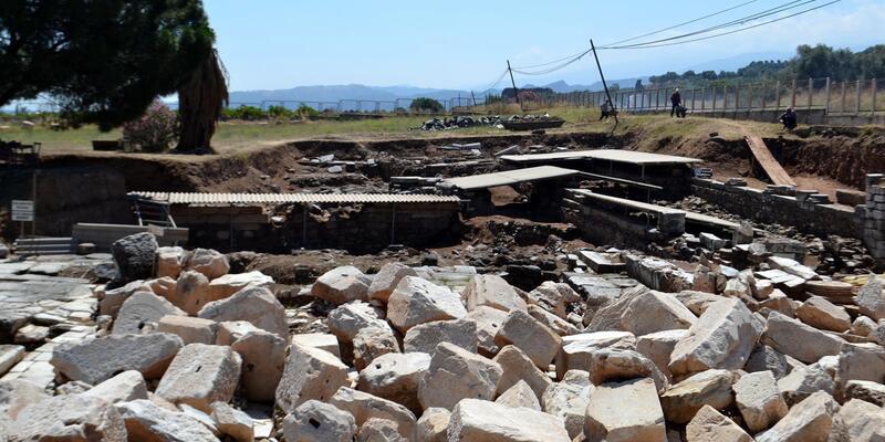 Sardes Antik Kenti'ndekitak,sponsorlukla restore edilmiş