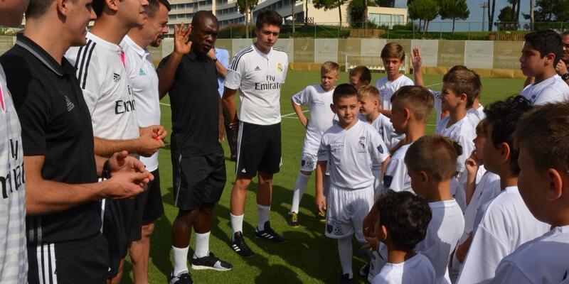 Seedorf, Antalya'daki  Real Madrid Vakfı Futbol Okulu'nun açılışını yaptı