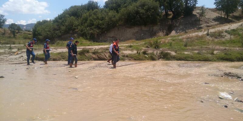 Sele kapılan Rüzgar, 100 kişilik ekip ve amfibik araçla aranıyor