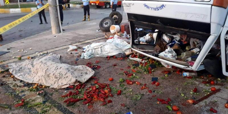 Mersin'de kaza: Pazarcı çift öldü, 3'ü çocukları 6 kişi ağır yaralı