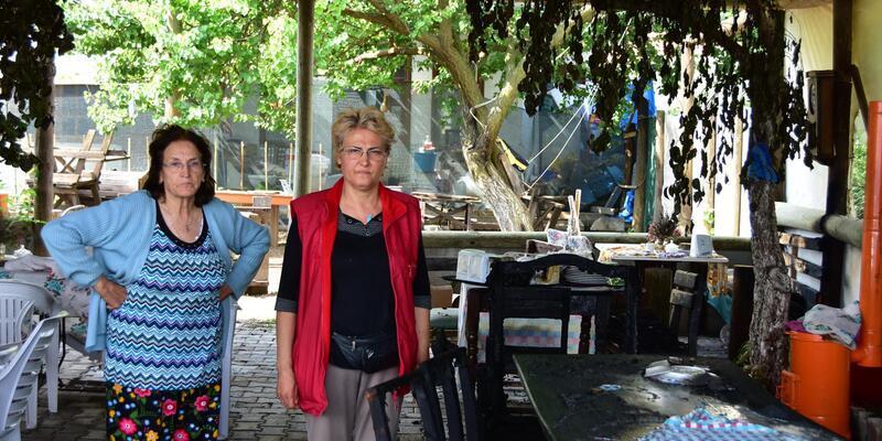 Uzaklaştırma kararı aldıran eşini eve kilitleyip bahçedeki kafeteryayı ateşe verdi