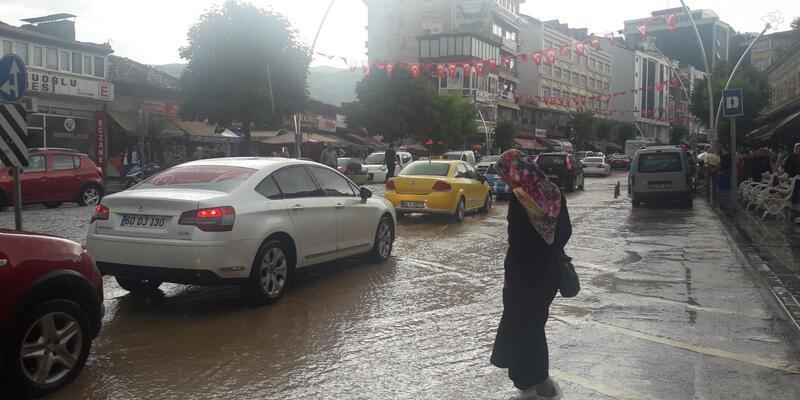 Tokat'ta sağanak, su baskınlarına neden oldu