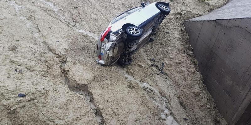 Kütahya'da otomobil şarampole devrildi: 6 yaralı