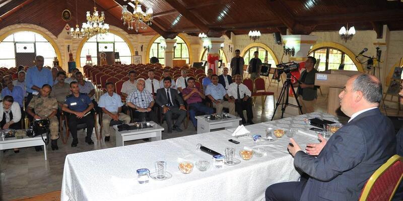 Vali Coşkun Toprakkale'de muhtarları dinledi