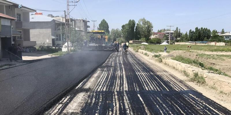 Van'da yol yapım ve asfalt çalışmaları devam ediyor