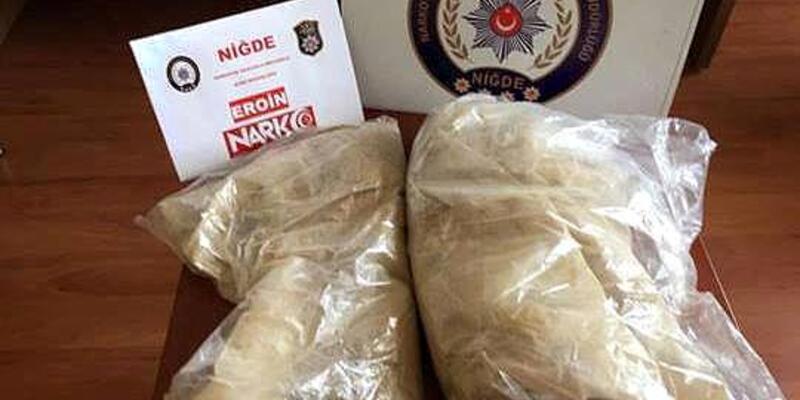Niğde'de otobüs yolcusunun çantasından 3 kilo eroin çıktı