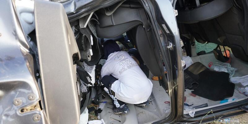 Hafif ticari araç su kanalına düştü: 1 ölü, 3 yaralı