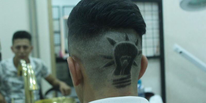 Ak Parti'nin logosu 'ampulü' kafasına kazıttı