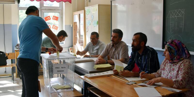 Van, Hakkari ve Bitlis'te, oy verme işlemi başladı